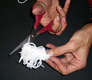 basteln-Materialbedarf-Wolle-Gespenst